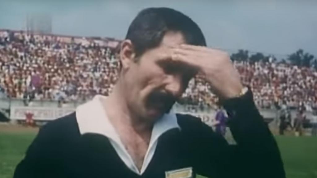 «Arbitrul» Gheorghe Dinică a intrat beat pe teren. A făcut «Totul pentru fotbal»