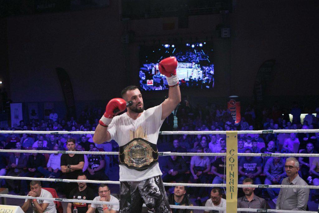 EXCLUSIV/ Neînvins de 3 ani, luptătorul Sebastian Cozmâncă l-a făcut KO pe un multiplu campion național