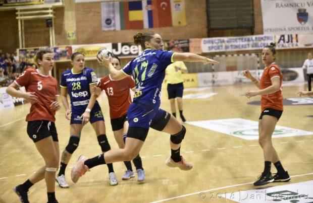 SCM Rm. Vâlcea s-a calificat în turul al treilea preliminar al Cupei EHF la handbal feminin
