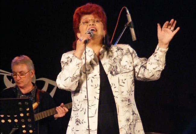 Aura Urziceanu cântă în România, după ce a anunțat că renunță la cetățenie. Concert sold-out la Muzeul de Artă
