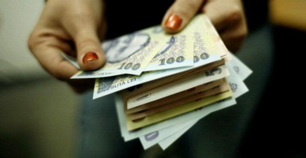 Salariul minim va fi diferențiat. Angajații cu studii și vechime vor primi mai mulți bani