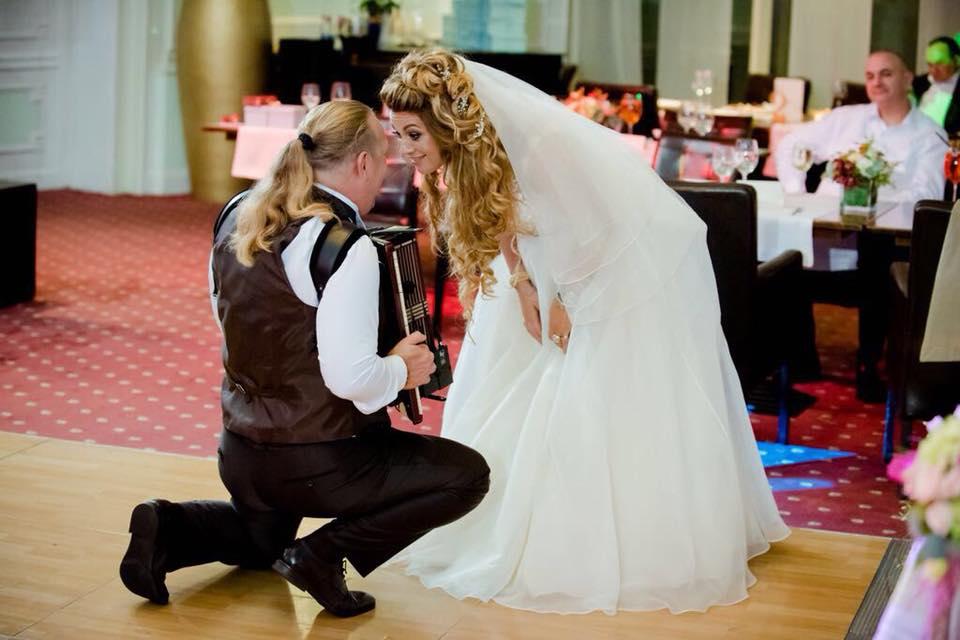 Vali Crăciunescu și-a făcut nevasta prințesă, la Disneyland. I-a promis o nuntă ca-n basme, s-a ținut de cuvânt!