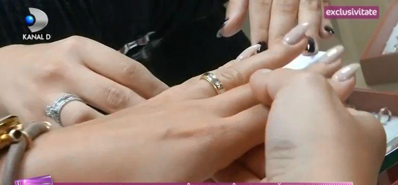 Deea și Dinu Maxer și-au sfințit verighetele. Și-au cumpărat bijuteriile de la o cunoscută artistă