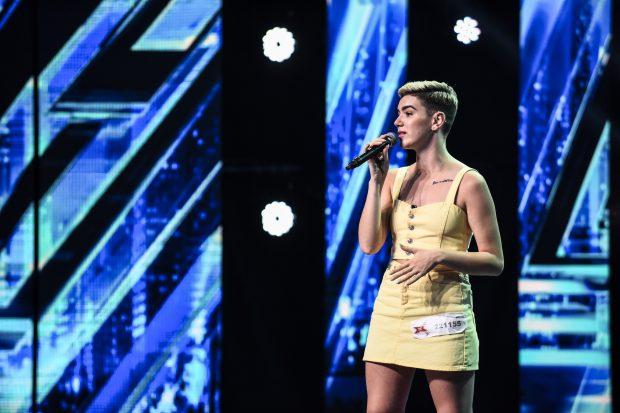 """Carla's Dreams, intrigat de o concurentă la X Factor. """"Arăți special!"""""""
