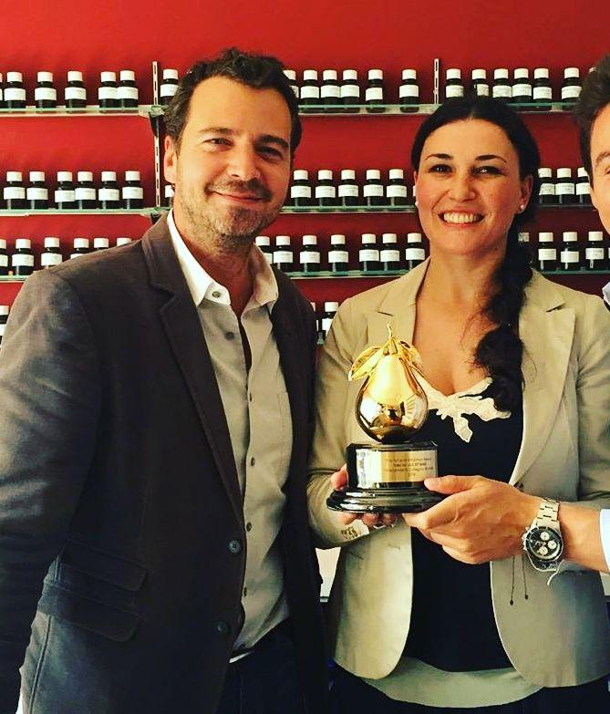 Celebrul Designer John Galliano Cumpără Parfumuri Create De Românca