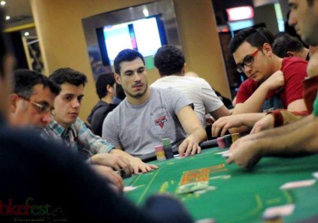 """Alexandru Vagner explică de ce a lăsat fotbalul pentru poker: """"Muream de foame!"""". Are 120 de meciuri în Liga 1, acum își câștigă banii din jocurile de noroc online"""