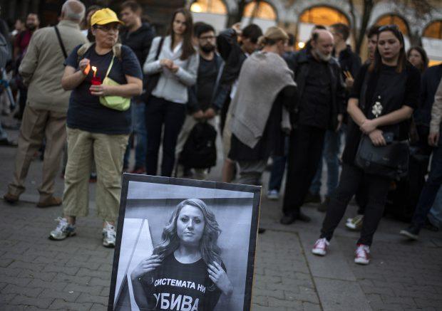 Bărbatul care ar fi omorât-o pe jurnalista Victoria Marinova va fi extrădat. Sute de oameni au aprins lumânări în centrul orașului Ruse, în memoria jurnalistei Victoria Marinova