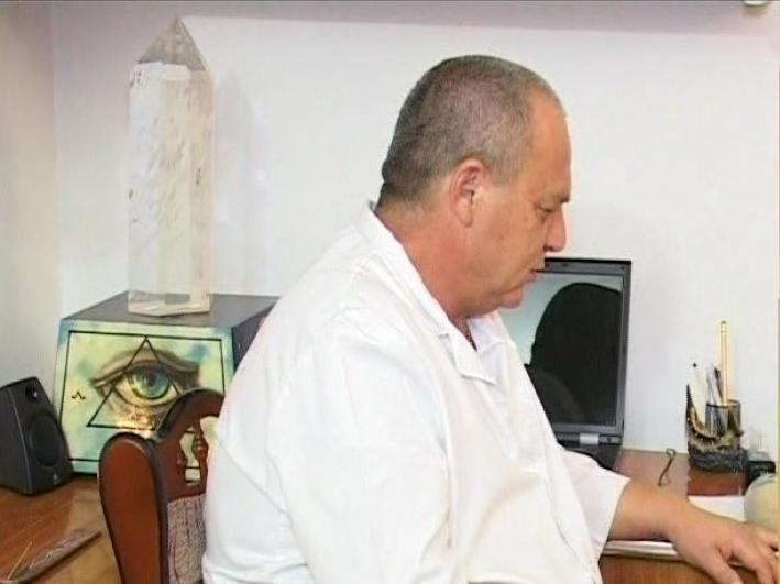 Dănuţ Ciurlică, terapeutul orb care vindecă boli, se oferă să o trateze pe Simona Halep de hernie de disc