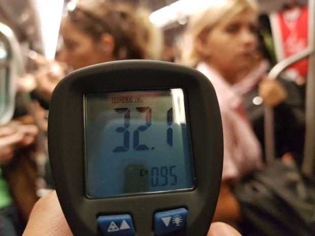 VIDEO | De la 7 grade afară la 32 de grade în metrou! Metrorex ține peste o jumătate de milion de oameni în condiții de Sahara!
