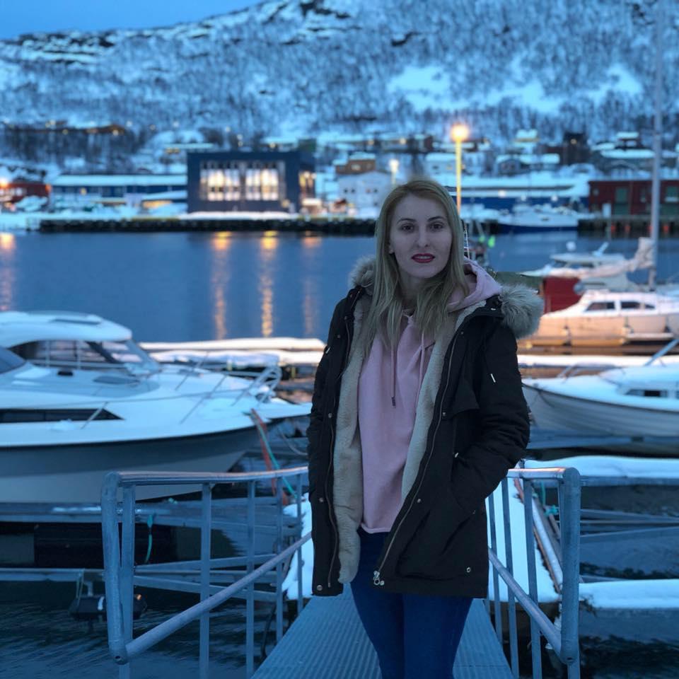 REPORTAJ/Mica Românie de la Cercul Polar. Roxana a terminat Dreptul în ţară, iar acum e în clasa întâi în Skjervøy, Norvegia - VIDEO