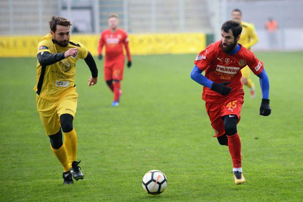 """O mulțime de foste glorii, la Centenarul Fotbalului Românesc. La Ploiești, naționala legendelor a învins naționala artiștilor cu 8-4. """"Găniță, hai la mici!"""" / VIDEO"""