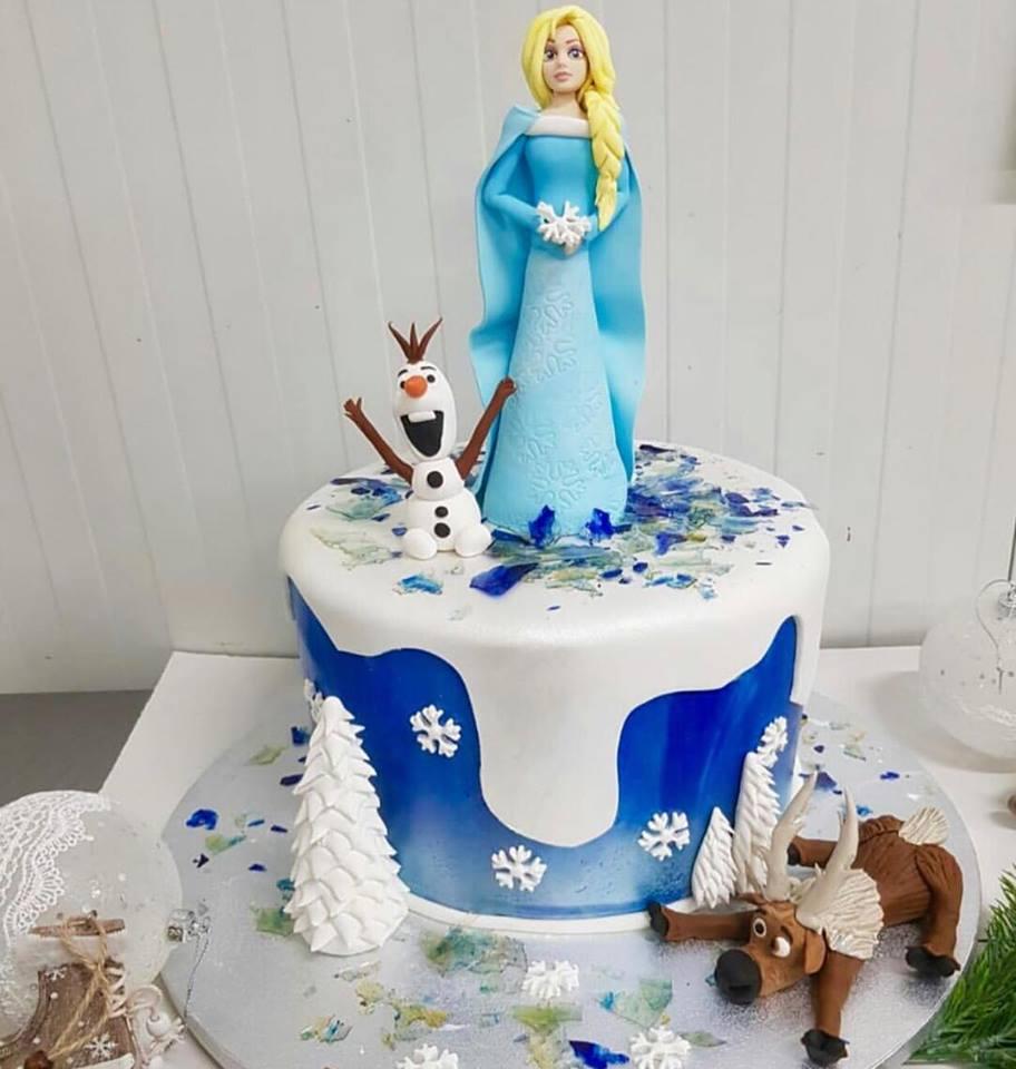 Ce petrecere mare are Anda Adam de Sfântul Andrei. Le sărbătorește pe cele mai importante persoane din viața ei