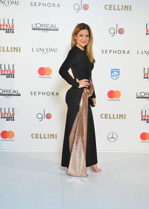 FOTO/ Amalia Enache, într-o rochie super mulată pe posterior. Știrista arată demențial
