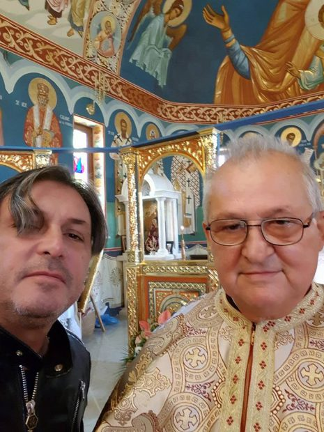 Cornel Galeș merge în pelerinaj și stă de vorbă cu călugării. S-a apropiat de Dumnezeu după moartea Ilenei Ciuculete