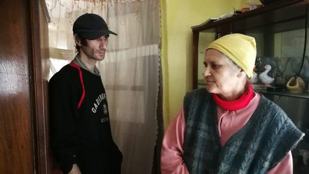VIDEO/ Centenar Solidar: Piele și os și dragoste de mamă. Șerbana, Doinița și Aurel, o familie unită de suferințe