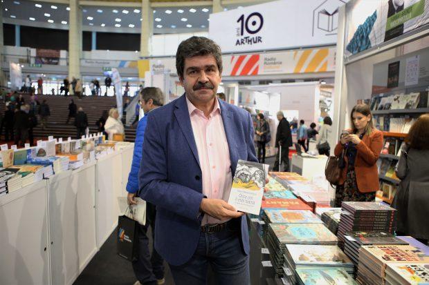 """VIDEO/Lecturi de neratat la Gaudeamus 2018. Scriitorul Radu Paraschivescu consideră romanul """"Transparența"""" cartea anului"""