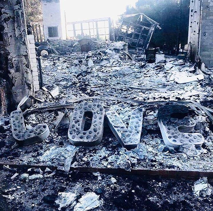 Casa lui Miley Cyrus și a lui Liam Hemsworth a fost distrusă complet de flăcări. Imaginile dezastrului