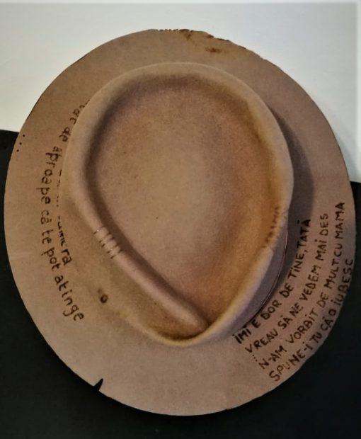 Așa arată pălăria creată de Maria Dumitrache pe care Smiley o va purta în concertele sale.