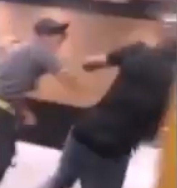 Un angajat dintr-un restaurant McDonalds a bătut un client