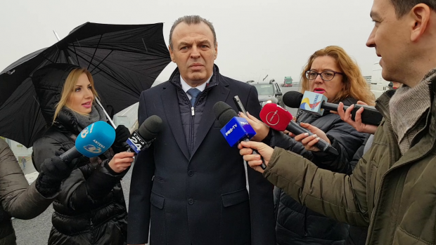 Lucian Şova, ministrul demisionar al Transporturilor, în vizită pe şantierul ultimului segment al autostrăzii 3, dintre Şoseaua de Centură a Capitalei şi Şoseaua Petricani, din nordul Bucureştiului