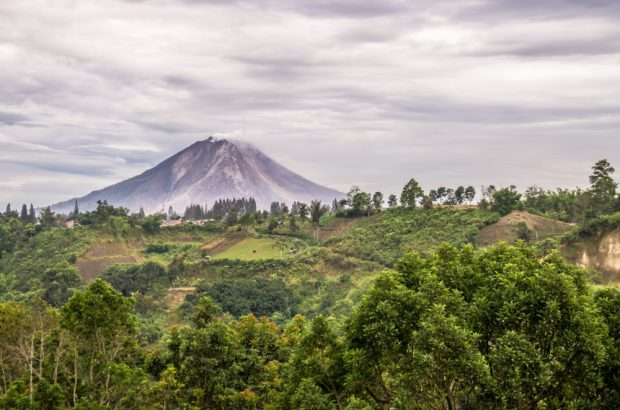 Vulcanul Sinabung, Indonezia