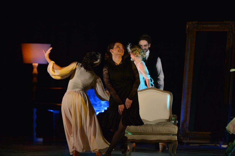 """Prințesa """"Regelui""""! Gică Hagi, cu ochii în lacrimi după ce și-a văzut fiica pe scenă. Kira a jucat-o magistral pe Martha Bibescu"""