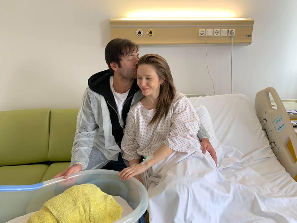 """Adela Popescu, noi amănunte despre naștere. """"Radu s-a panicat, nu se aștepta să nasc la ora aia"""""""