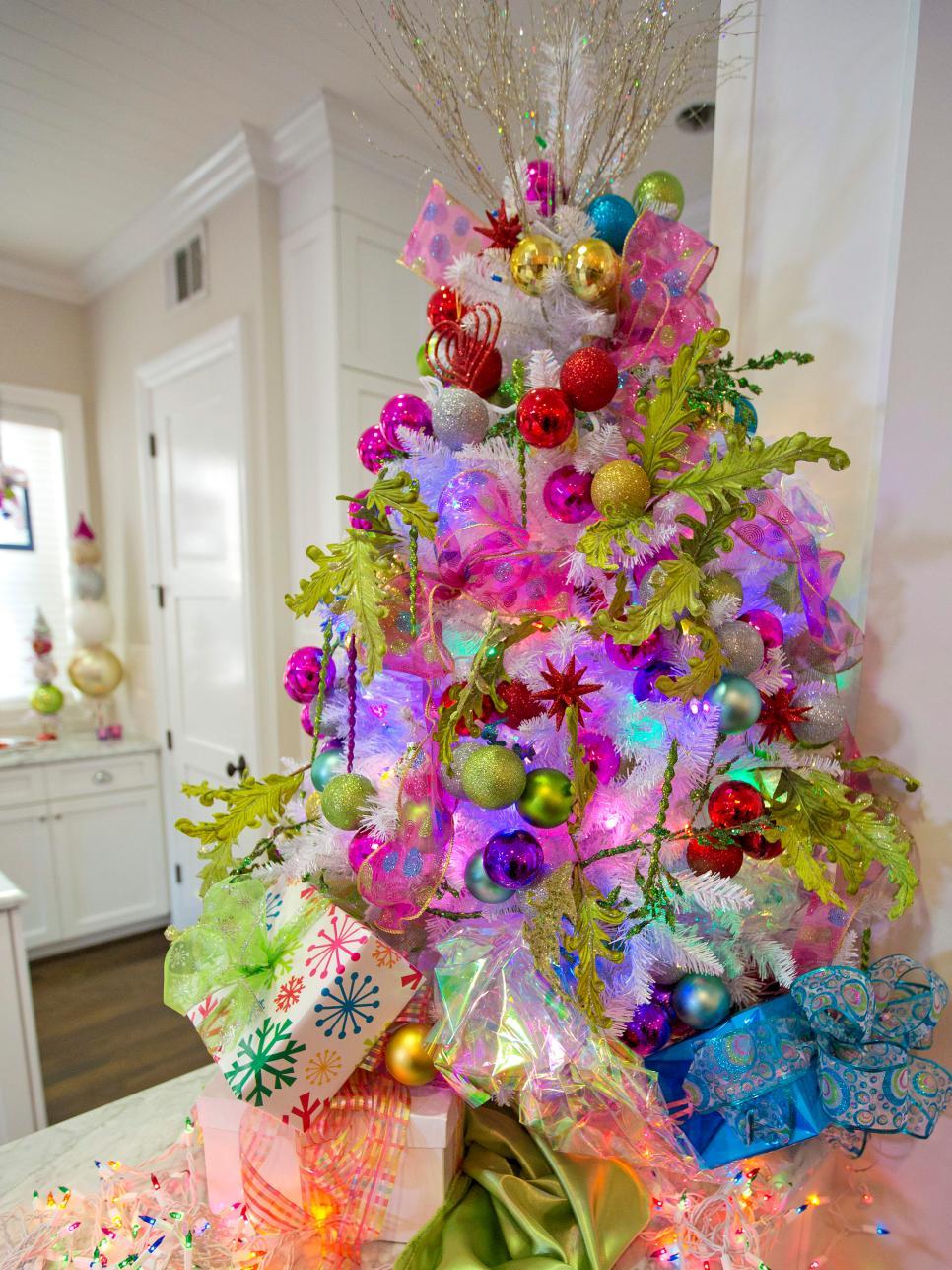 Cum împodobești bradul de Crăciun. De la ornamente făcute în casă, la feliuțe de portocale