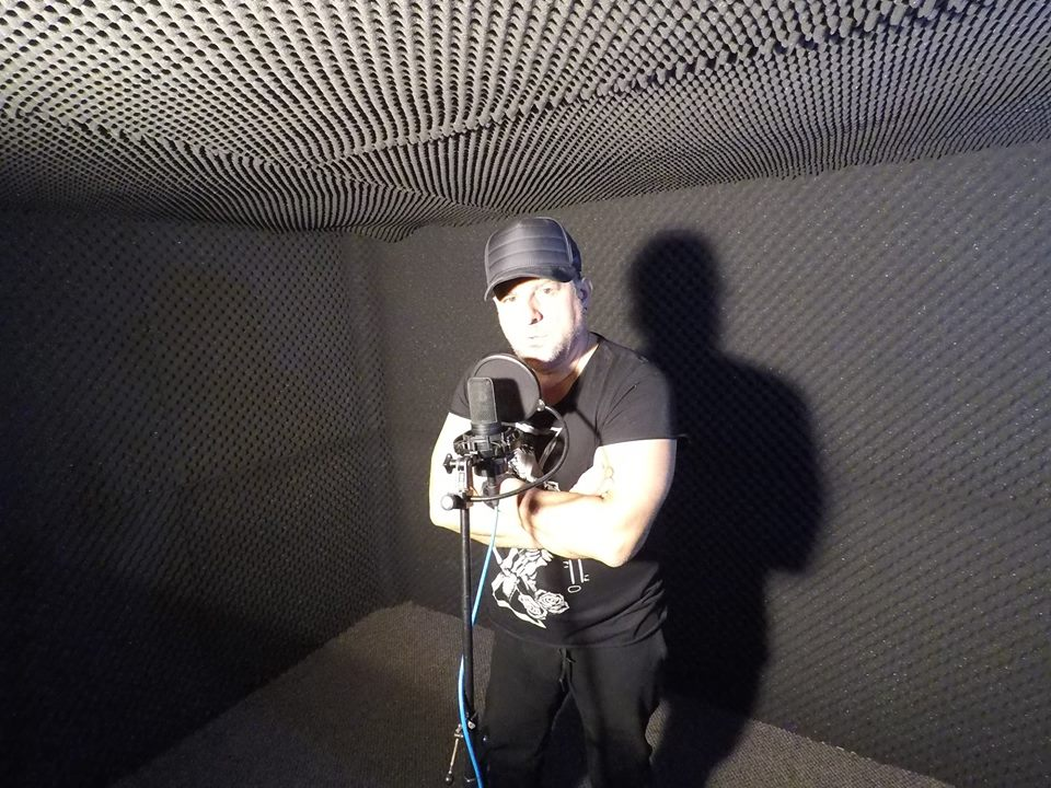 Sacrificiu de muzician: Tavi Colen a scos mașina din garaj, ca să-și facă studio de înregistrări