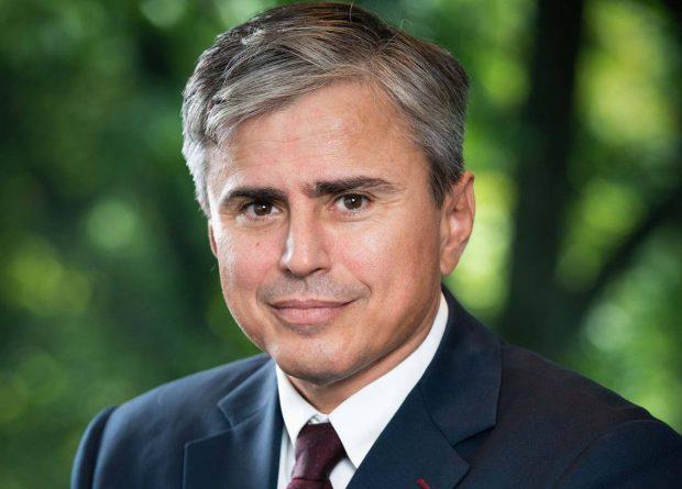 Un avocat demonstrează de ce taxa pe ROBOR este greșită: Gabriel Biriș, fost secretar de stat în Ministerul Finanțelor, susține că dobânda variabilă este un instrument recent prin care băncile împart cu clienții atât beneficiile, cât și riscurile. Gabriel Biriș
