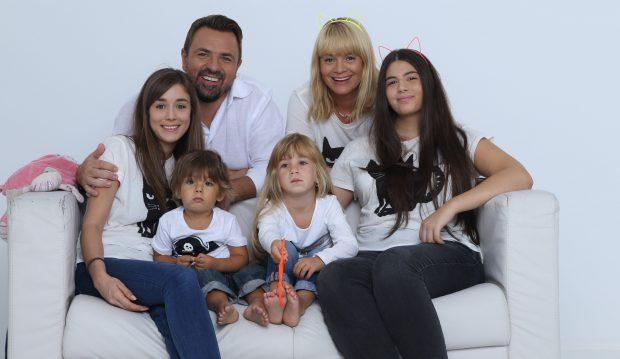 Horia are o familie numeroasă și frumoasă. Toți 6 vor împodobi bradul!
