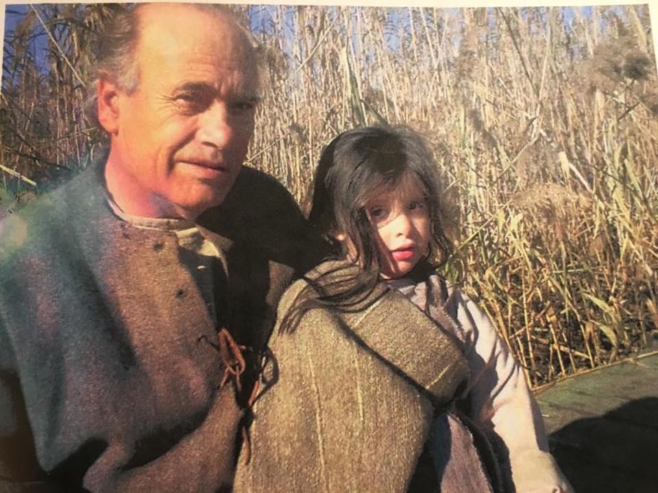 Cea mai frumoasă imagine cu fiica Loredanei Groza. Alături de bunicul ei, în primul lor film