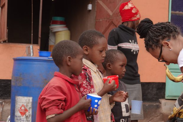 De la Sebeș în Tanzania, pe urmele orfanilor triști din Paradis. Cum au plecat patru tineri într-un concediu exotic și ce întâmplare le-a schimbat viața