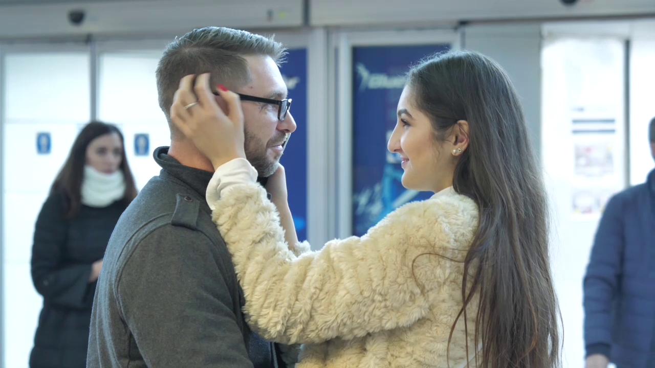 VIDEO/ Se întorc românii acasă de Crăciun! Filmul emoționant de pe Otopeni, care a devenit viral pe net!