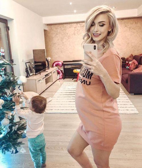 Cum arată Andreea Bălan însărcinată în 32 de săptămâni. Și-a etalat burtica de gravidă