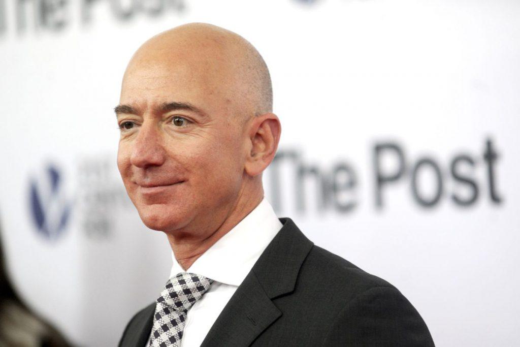 Amănunte picante despre relația extraconjugală a lui Jeff Bezos. Lauren Sanchez s-a lăudat unor prieteni cu poze și SMS-uri deocheate de la șeful Amazon