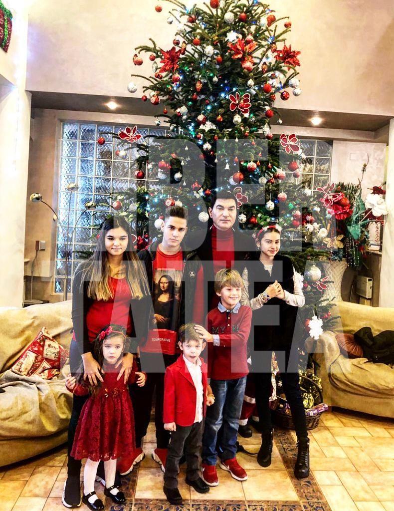 EXCLUSIV | Primele fotografii cu clanul Borcea! De sărbători, omul de afaceri și-a strâns laolaltă cei șapte copii pe care îi are cu patru femei!