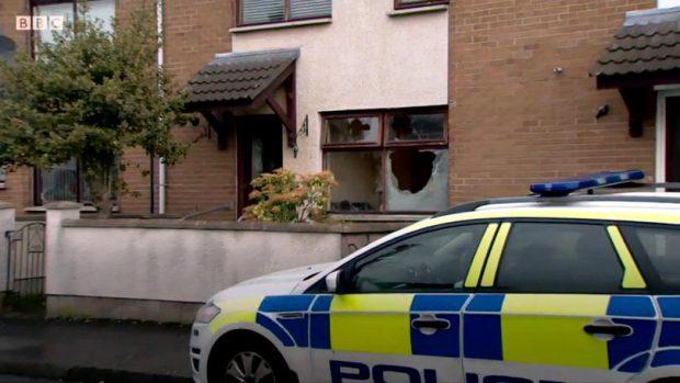 Așa arată casa în care locuiau românii în urma atacului Citeşte întreaga ştire: Cinci români au fost bătuți cu bestialitate în propria casă din Irlanda de Nord: