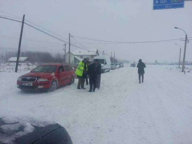 VIDEO&FOTO/ Traficul rutier spre Vama Albița, închis din cauza viscolului puternic. Vizibilitatea este sub 50 de metri