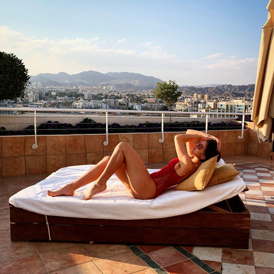 Fiica lui Adrian Enache, spectaculoasă. Super sexy într-un costum de baie roșu ca focul