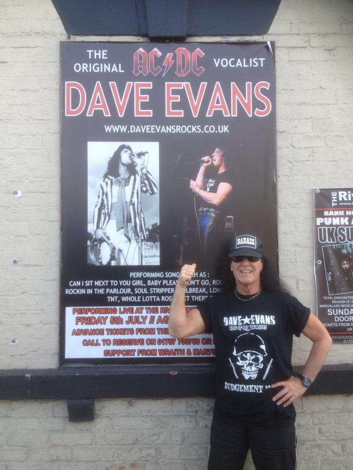 Dave Evans, primul solist AC/DC, se relansează cu o trupă românească