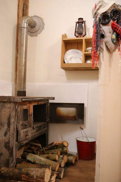 """Vedetele de la """"Ferma"""", așteptate într-o casă înghețată! Au găsit geamurile bocnă, la -17 grade Celsius"""
