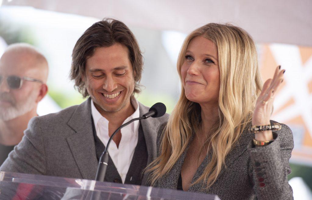 Gwyneth Palttrow și actuall ei soț, Brad Falchuk
