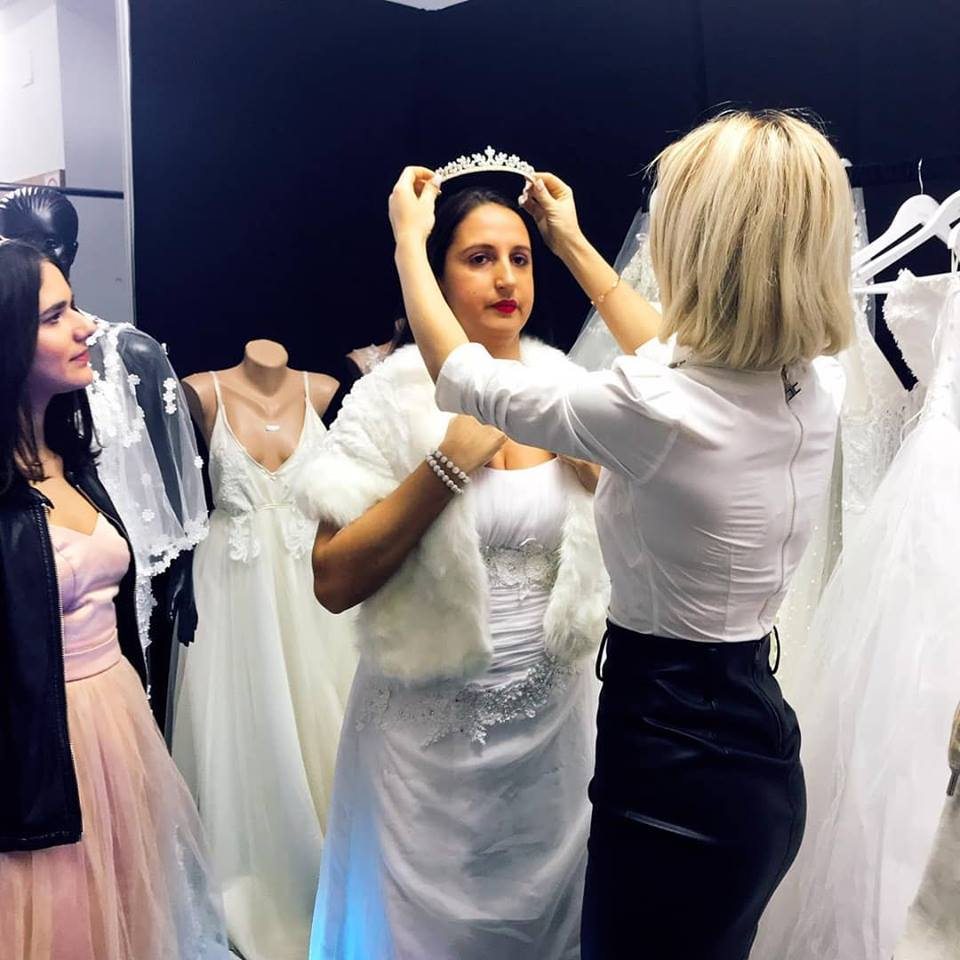 Hannelore de la Insula Iubirii, creatoare de rochii de mireasă. Ce alte afaceri mai are blonda | FOTO