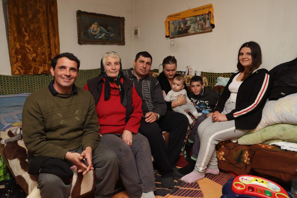 Destinul celor 8 copii din familia Malancu, dintre care cel mic a fost adoptat de prim-ministrul Viorica Dăncilă!
