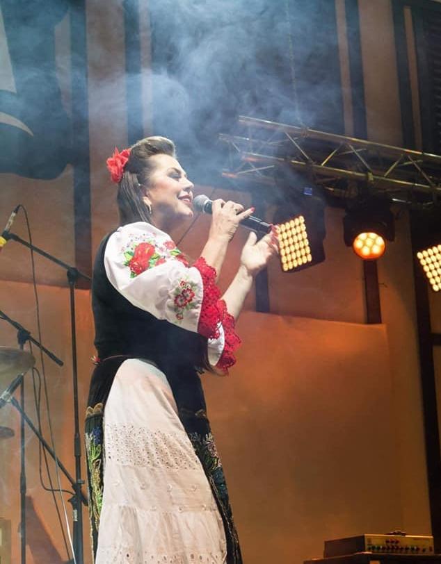 """VIDEO/ Cântăreața de muzică populară Marioara Gheorghe face lobby pentru fiul ei, aflat la """"Exatlon"""": """"Nu-l uitați pe Costin, băiatul meu"""""""