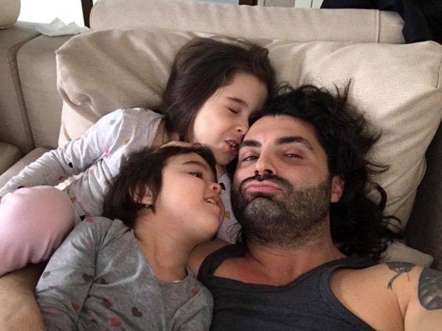 Speriat de gripă, Pepe și-a vaccinat fetele și le cumpără tot ce le poate crește imunitatea