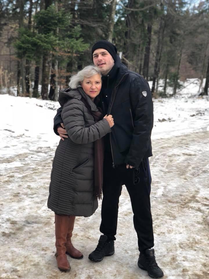 Matei Dima i-a crescut cota mamei sale cu filmulețele pe YouTube