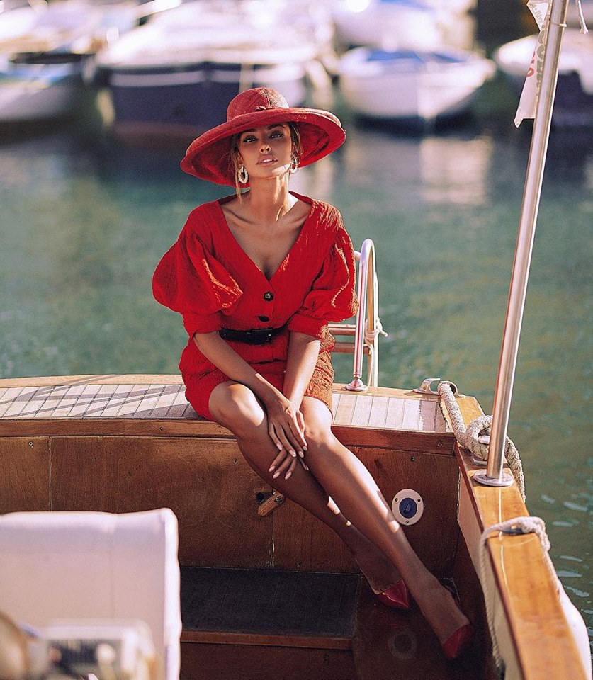 Mădălina Ghenea uses the soccer yacht for personal shooting