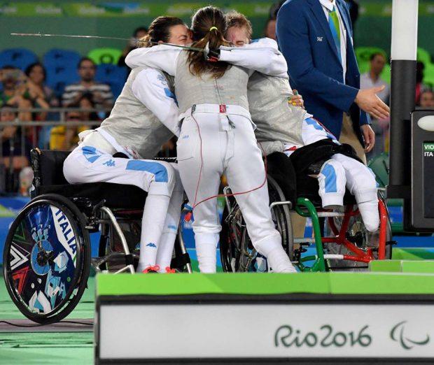Campionissima Andreea Mogoș! Verișoara fotbalistului Vasile Mogoș este multiplă medaliată la scrimă în scaun cu rotile!